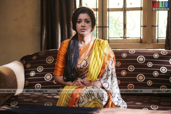 pattinapakkam-movie-stills-starring-kalaiarasan-anaswara-kumar-chaya-singh-stills-0003.jpg