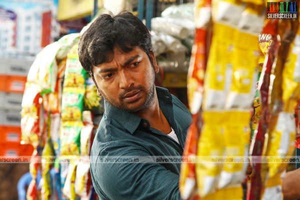 pattinapakkam-movie-stills-starring-kalaiarasan-anaswara-kumar-chaya-singh-stills-0006.jpg