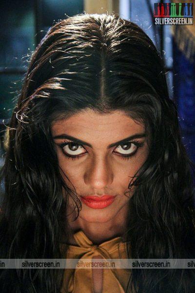 sathuradi-3500-movie-stills-starring-iniya-rahman-prathap-pothen-directed-stephen-photos-0002.jpg