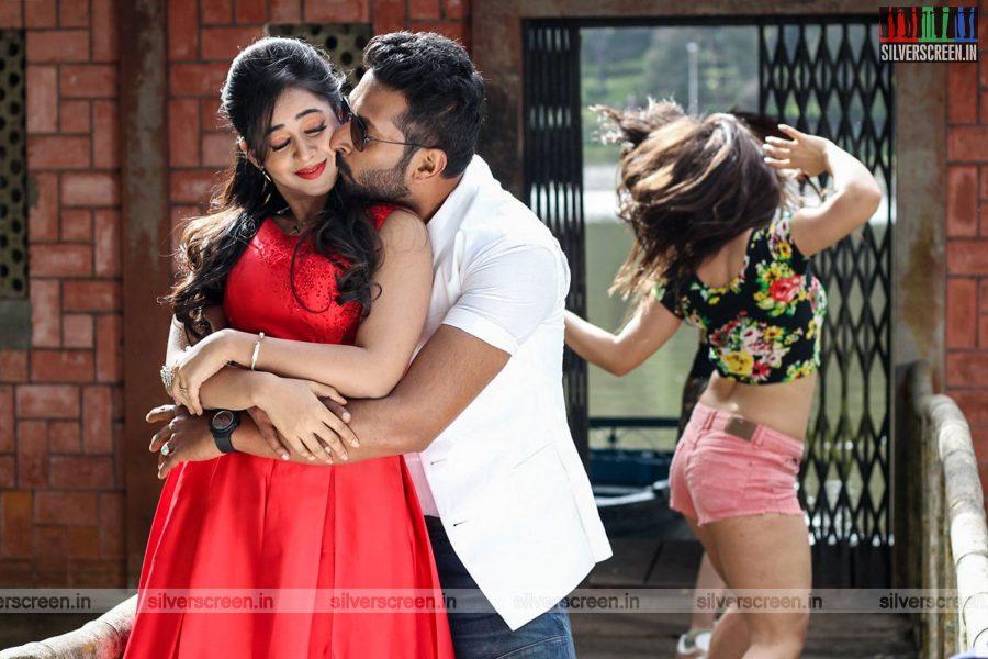 sathuradi-3500-movie-stills-starring-iniya-rahman-prathap-pothen-directed-stephen-photos-0008.jpg