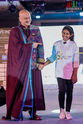 taapsee-pannu-shriya-saran-mugdha-godse-and-others-walk-for-lakshyam-show-at-brand-of-the-year-awards-photos-0025.jpg
