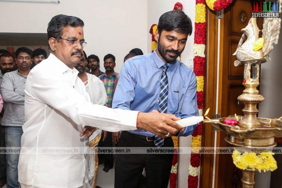 velaiyilla-pattathari-2-movie-launch-photos-rajinikanth-dhanush-amala-paul-soundarya-rajinikanth-photos-0002.jpg