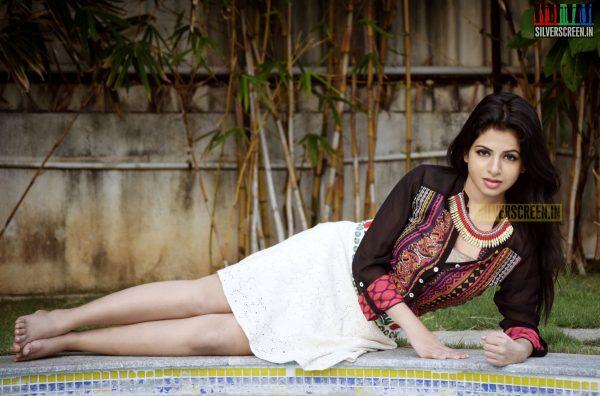 actress-iswarya-menon-photoshoot-stills-015.jpg