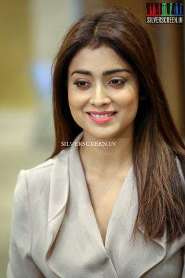 shriya-saran-at-gautamiputra-satakarni-movie-promotions-photos-0004.jpg