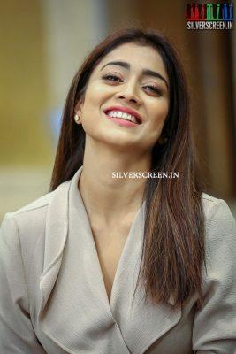shriya-saran-at-gautamiputra-satakarni-movie-promotions-photos-0006.jpg