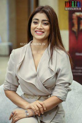 shriya-saran-at-gautamiputra-satakarni-movie-promotions-photos-0007.jpg