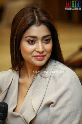 shriya-saran-at-gautamiputra-satakarni-movie-promotions-photos-0010.jpg