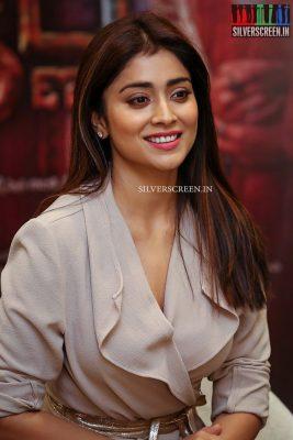 shriya-saran-at-gautamiputra-satakarni-movie-promotions-photos-0011.jpg