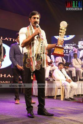 sivakarthikeyan-pc-sreeram-vikram-prabhu-sivakumar-p-bharathiraja-others-mgr-sivaji-academy-awards-2017-photos-0001.jpg