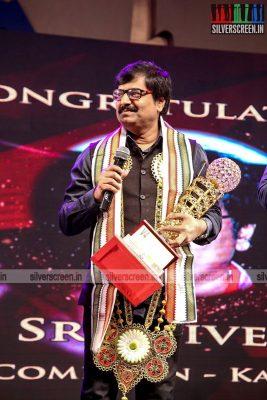sivakarthikeyan-pc-sreeram-vikram-prabhu-sivakumar-p-bharathiraja-others-mgr-sivaji-academy-awards-2017-photos-0005.jpg