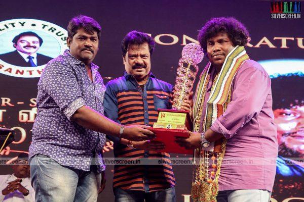 sivakarthikeyan-pc-sreeram-vikram-prabhu-sivakumar-p-bharathiraja-others-mgr-sivaji-academy-awards-2017-photos-0010.jpg