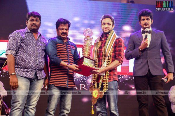 sivakarthikeyan-pc-sreeram-vikram-prabhu-sivakumar-p-bharathiraja-others-mgr-sivaji-academy-awards-2017-photos-0012.jpg