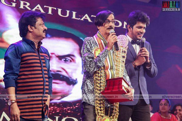 sivakarthikeyan-pc-sreeram-vikram-prabhu-sivakumar-p-bharathiraja-others-mgr-sivaji-academy-awards-2017-photos-0013.jpg