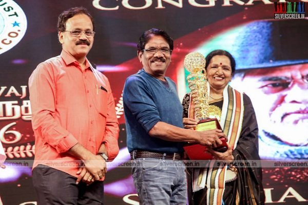 sivakarthikeyan-pc-sreeram-vikram-prabhu-sivakumar-p-bharathiraja-others-mgr-sivaji-academy-awards-2017-photos-0015.jpg