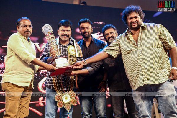 sivakarthikeyan-pc-sreeram-vikram-prabhu-sivakumar-p-bharathiraja-others-mgr-sivaji-academy-awards-2017-photos-0022.jpg