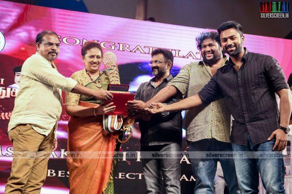 sivakarthikeyan-pc-sreeram-vikram-prabhu-sivakumar-p-bharathiraja-others-mgr-sivaji-academy-awards-2017-photos-0024.jpg