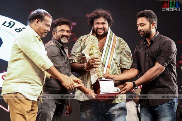 sivakarthikeyan-pc-sreeram-vikram-prabhu-sivakumar-p-bharathiraja-others-mgr-sivaji-academy-awards-2017-photos-0025.jpg