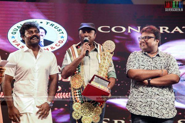 sivakarthikeyan-pc-sreeram-vikram-prabhu-sivakumar-p-bharathiraja-others-mgr-sivaji-academy-awards-2017-photos-0027.jpg