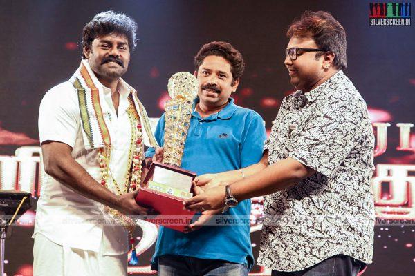 sivakarthikeyan-pc-sreeram-vikram-prabhu-sivakumar-p-bharathiraja-others-mgr-sivaji-academy-awards-2017-photos-0028.jpg
