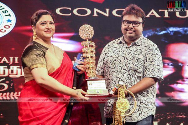 sivakarthikeyan-pc-sreeram-vikram-prabhu-sivakumar-p-bharathiraja-others-mgr-sivaji-academy-awards-2017-photos-0029.jpg