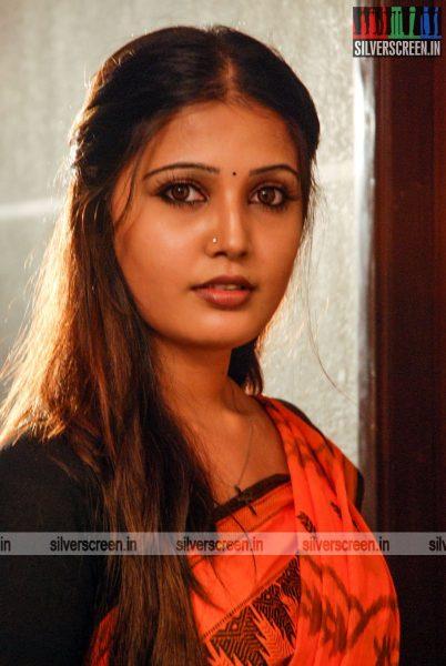 sivappu-enakku-pidikkum-movie-stills-starring-sandra-amy-directed-youreka-stills-0001.jpg