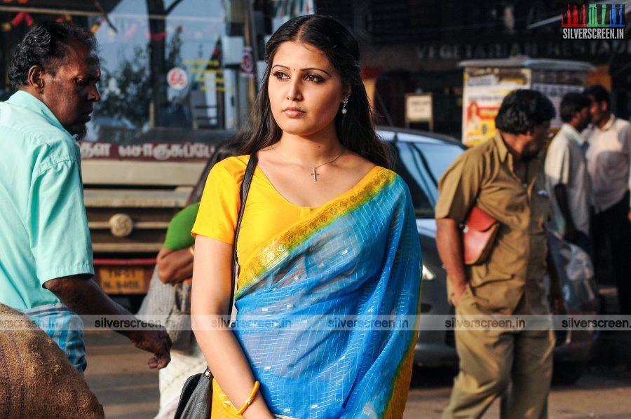 sivappu-enakku-pidikkum-movie-stills-starring-sandra-amy-directed-youreka-stills-0003.jpg