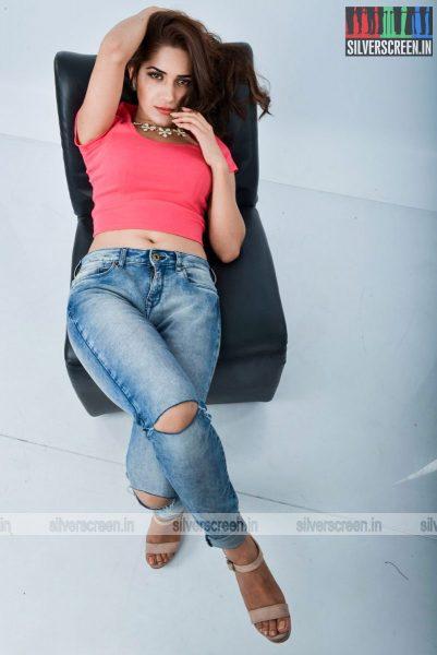 kadaisi-bench-karthi-movie-stills-starring-bharath-ruhani-sharma-angana-roy-stills-0036.jpg