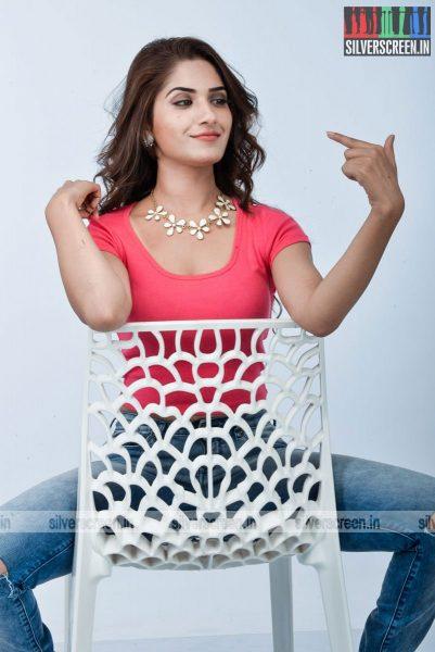 kadaisi-bench-karthi-movie-stills-starring-bharath-ruhani-sharma-angana-roy-stills-0037.jpg