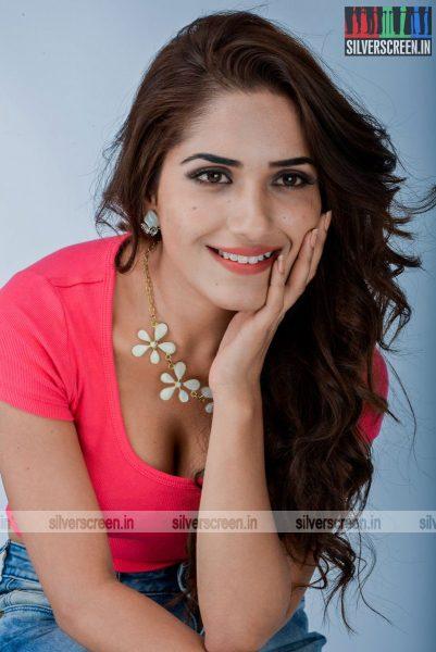 kadaisi-bench-karthi-movie-stills-starring-bharath-ruhani-sharma-angana-roy-stills-0041.jpg