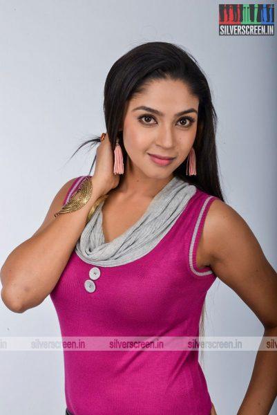 kadaisi-bench-karthi-movie-stills-starring-bharath-ruhani-sharma-angana-roy-stills-0053.jpg