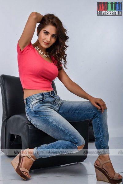 kadaisi-bench-karthi-movie-stills-starring-bharath-ruhani-sharma-angana-roy-stills-0074.jpg