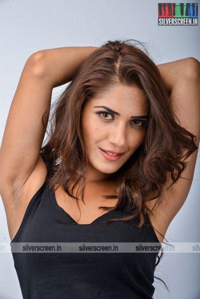 kadaisi-bench-karthi-movie-stills-starring-bharath-ruhani-sharma-angana-roy-stills-0077.jpg