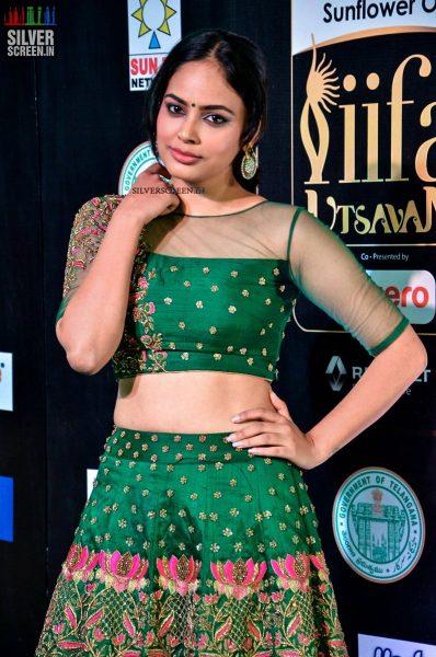 pictures-ritika-singh-isha-talwar-akshara-haasan-amyra-dastur-others-iifa-utsavam-2017-day-1-photos-0055.jpg