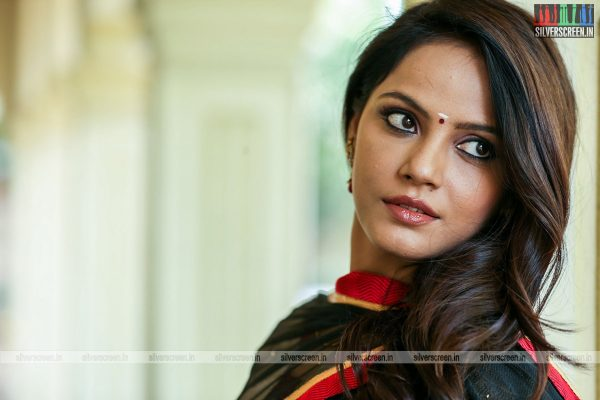 RK, Neetu Chandra, And Nasser In 'Vaigai Express' Movie Stills