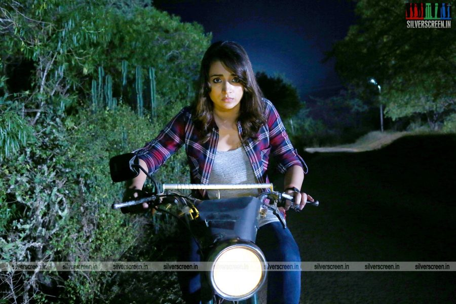 garjanai-movie-stills-starring-trisha-krishnan-photos-0003.jpg