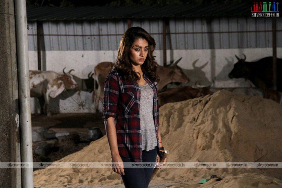 garjanai-movie-stills-starring-trisha-krishnan-photos-0005.jpg