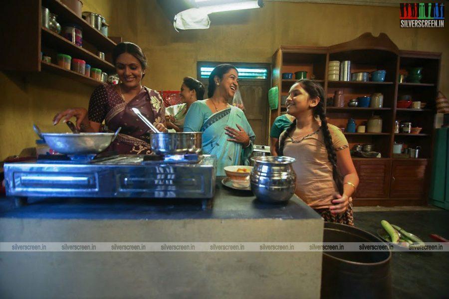 sangili-bungili-kadhava-thorae-movie-stills-starring-jiiva-sri-divya-stills-0003.jpg