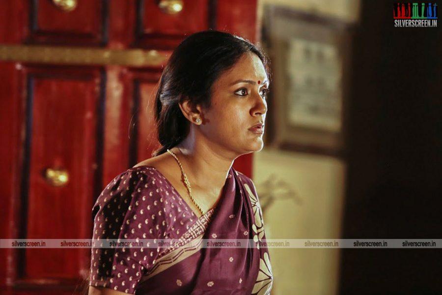 sangili-bungili-kadhava-thorae-movie-stills-starring-jiiva-sri-divya-stills-0004.jpg