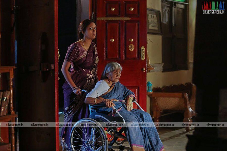 sangili-bungili-kadhava-thorae-movie-stills-starring-jiiva-sri-divya-stills-0005.jpg