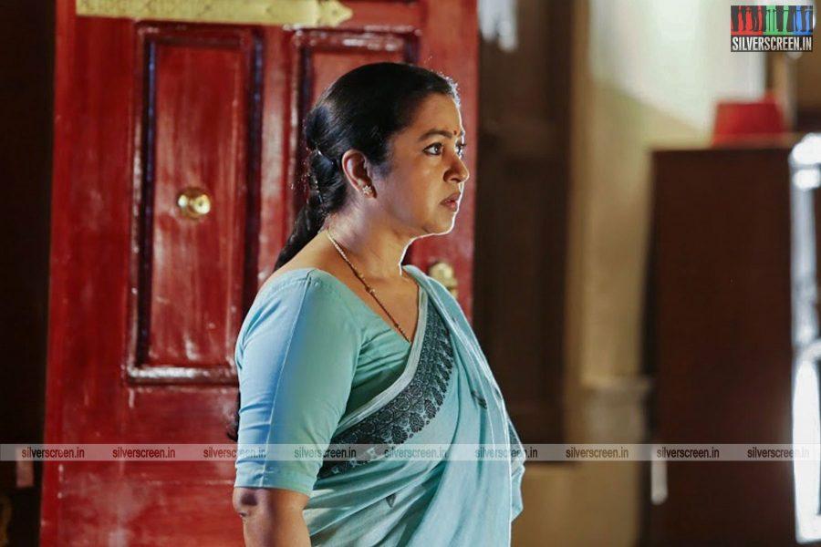 sangili-bungili-kadhava-thorae-movie-stills-starring-jiiva-sri-divya-stills-0008.jpg