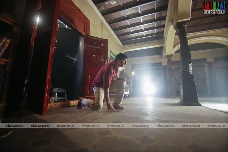sangili-bungili-kadhava-thorae-movie-stills-starring-jiiva-sri-divya-stills-0009.jpg
