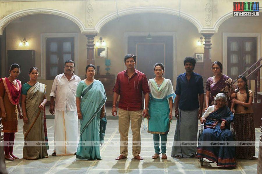sangili-bungili-kadhava-thorae-movie-stills-starring-jiiva-sri-divya-stills-0010.jpg