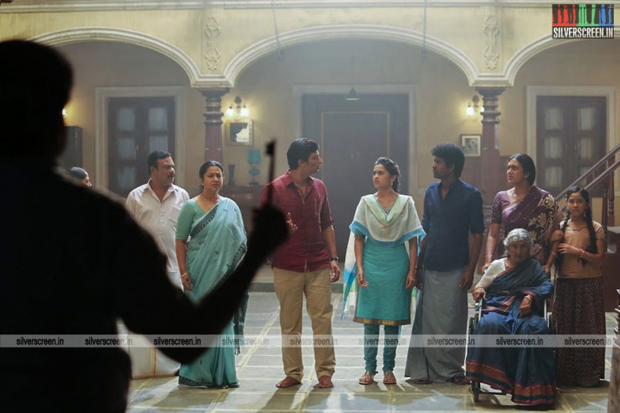 sangili-bungili-kadhava-thorae-movie-stills-starring-jiiva-sri-divya-stills-0011.jpg