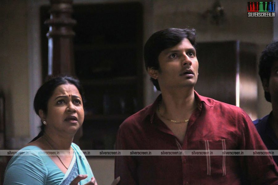 sangili-bungili-kadhava-thorae-movie-stills-starring-jiiva-sri-divya-stills-0014.jpg