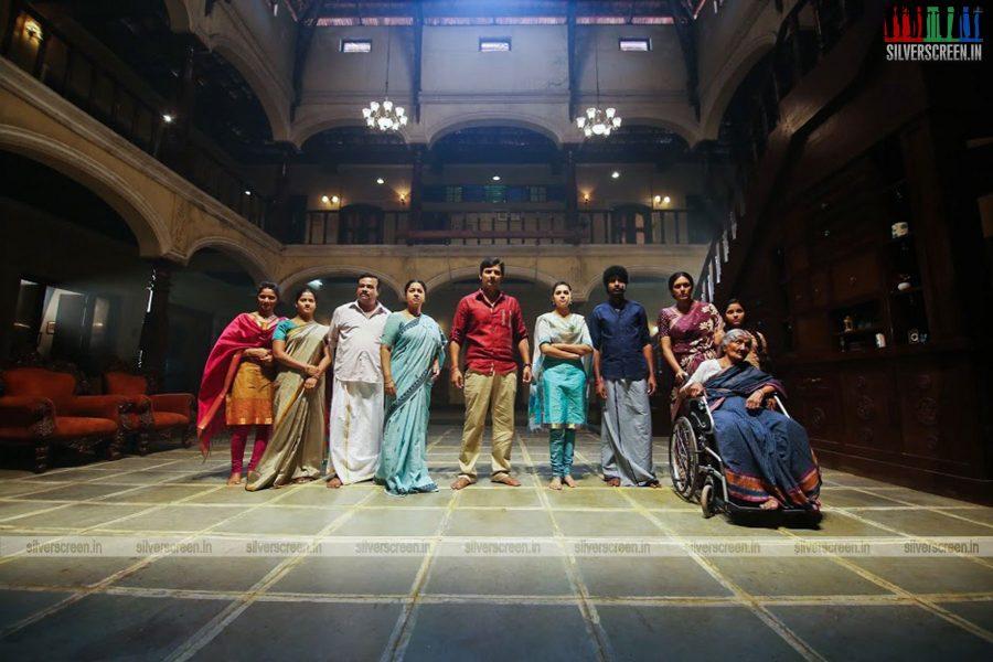 sangili-bungili-kadhava-thorae-movie-stills-starring-jiiva-sri-divya-stills-0016.jpg