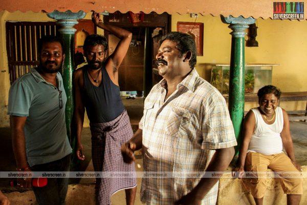 theru-naaigal-movie-stills-0019.jpg