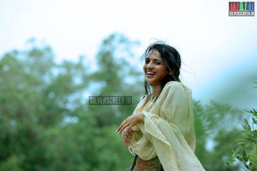 Sruthi Hariharan, Women, Solo