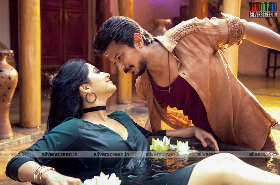 saravanan-irukka-bayamaen-movie-stills-starring-udhayanidhi-stalin-regina-cassandra-stills-0003.jpg