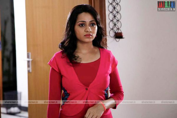 adhagappattathu-magajanangalay-movie-stills-0004.jpg