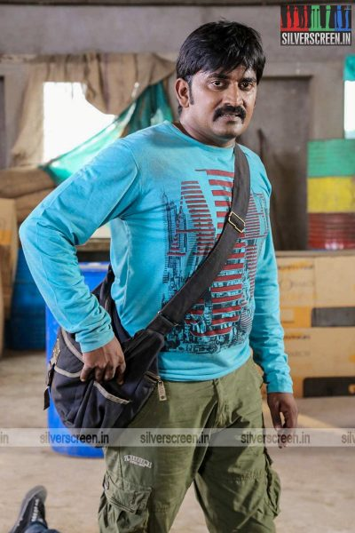 adhagappattathu-magajanangalay-movie-stills-0006.jpg